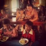 Yksi mielenkiintoisimmista kokemuksia Tonle Sapin kelluvassa kylässä oli käydä paikallisessa orpokoulussa. Käytiin moikkaamassa lapsia siellä ja lahjoittamassa vähän rahaa, jolla opettajat osti ruokaa koulun lapsille.